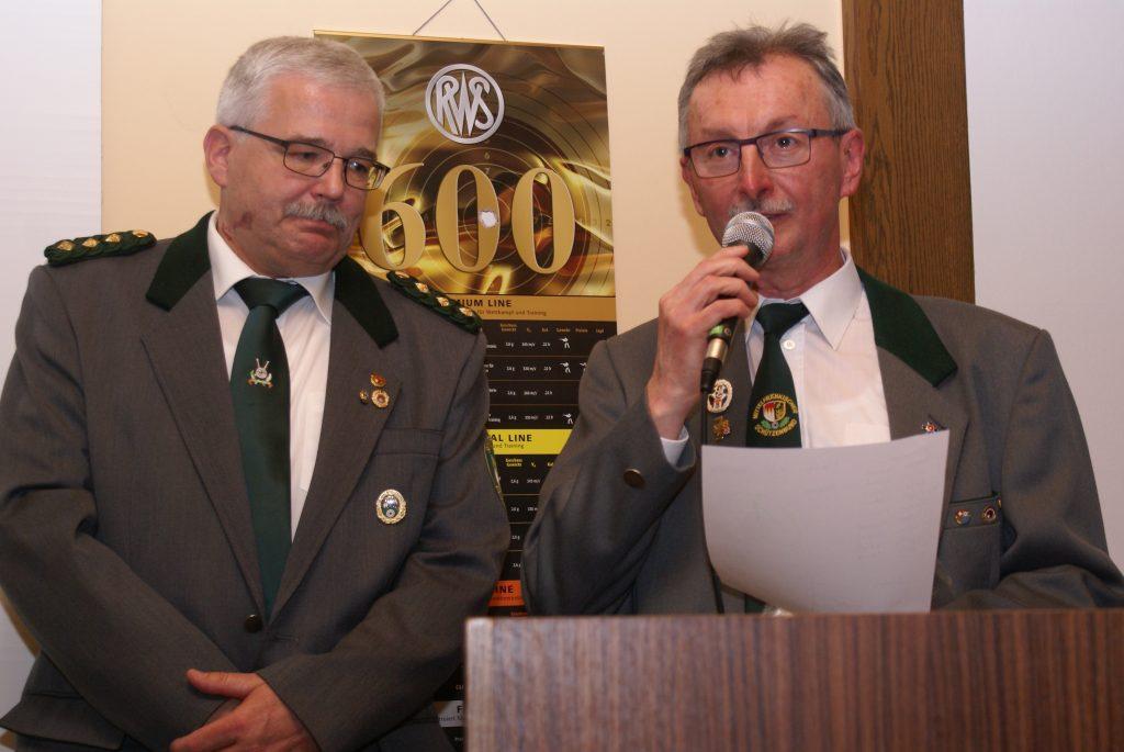 Der SV Petersaurach sammelte die meisten Medaillen für die Rotweißen: Schützenmeister Friedrich Schröder konnte sich der anerkennenden Worte Reizammers für die Nachwuchsarbeit in seinem Verein sicher sein.